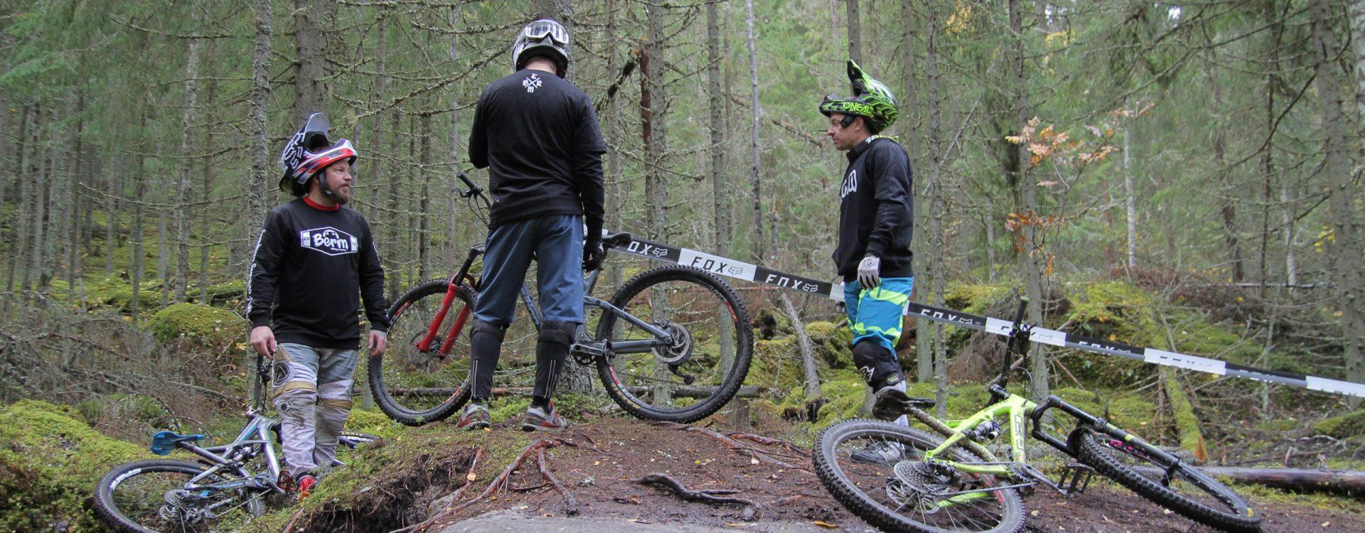 Laadukkaat maastopyöräilyvaatteet painatuksilla | Berm.fi