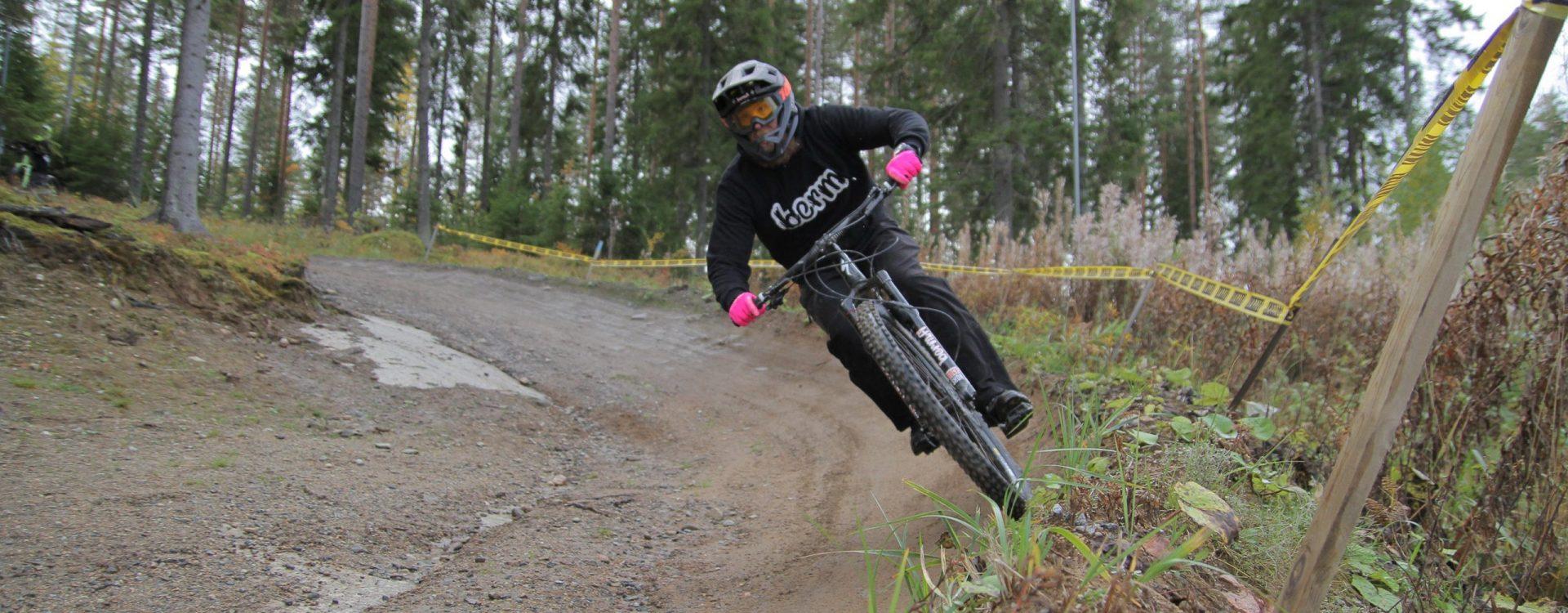 Maastopyöräilyvaatteet ja -varusteet | Berm.fi
